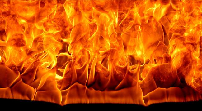 Ataque incendiario contra vehículos de una empresa cárnica en Asturias.