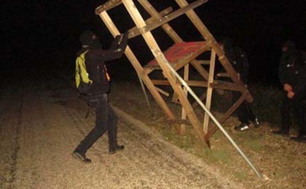 Torres de caza destruídas en Francia.